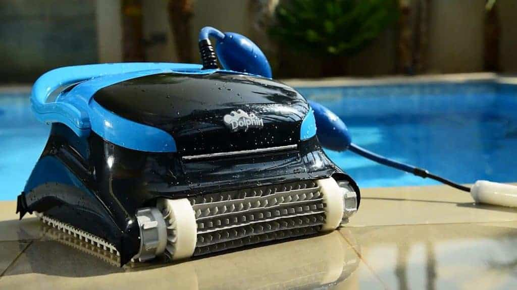 Dolphin-Nautilus-CC-Plus-Automatic-robot-Pool-Cleaner