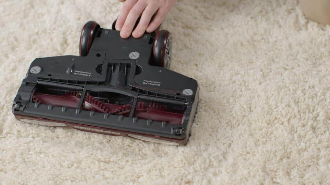 how to remove roller brush from shark vacuum